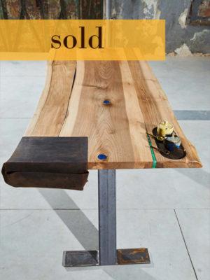 Vândut! Masă din lemn de nuc + cadou