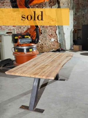 Vândut! Masă din lemn vechi de 100 de ani