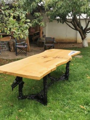 Masa speciala din lemn de stejar vechi de 400 ani
