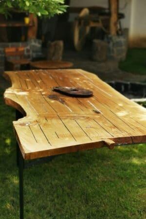 Masă din lemn de stejar vechi de 400 ani